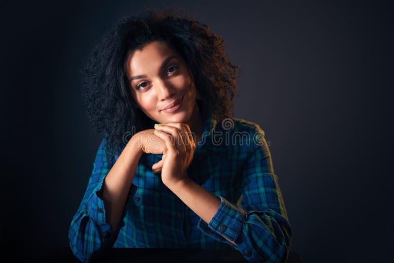 Feche acima do retrato da mulher afro-americano imagem de stock royalty free