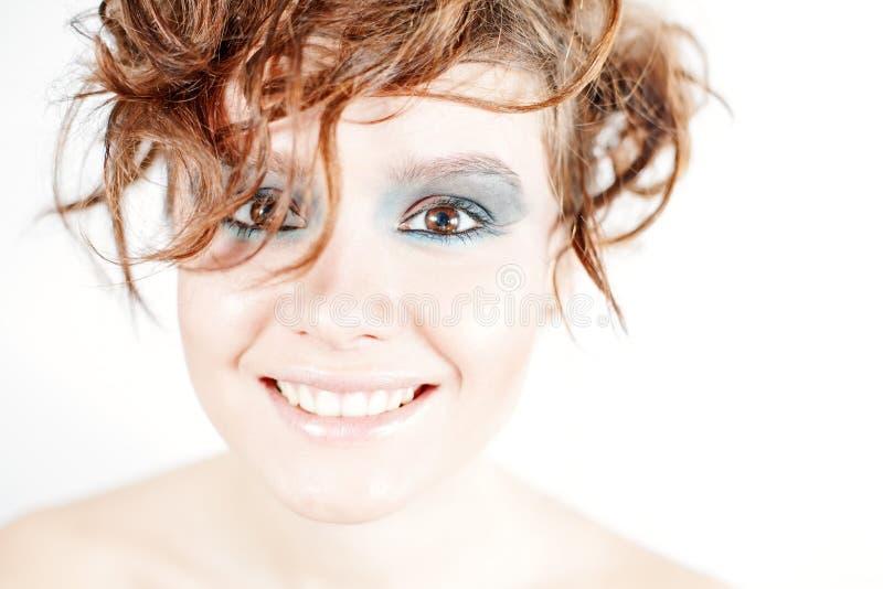 Feche acima do retrato da mulher de sorriso feliz nova bonita foto de stock