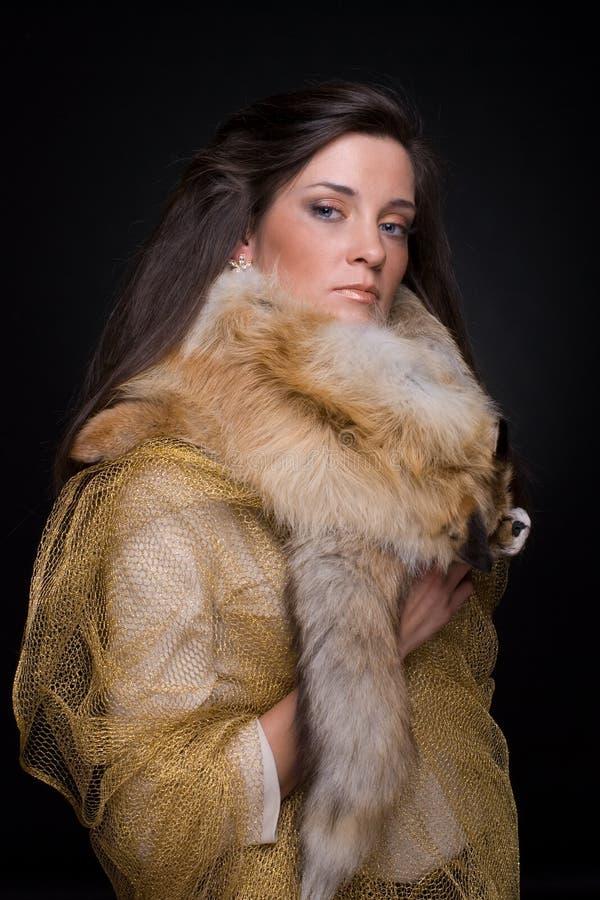 Download Feche Acima Do Retrato Da Mulher Nova Da Forma Na Pele Foto de Stock - Imagem de forma, longo: 12805246