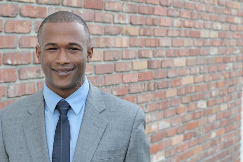 Feche acima do retrato do trabalhador incorporado afro-americano masculino com espaço da cópia foto de stock royalty free