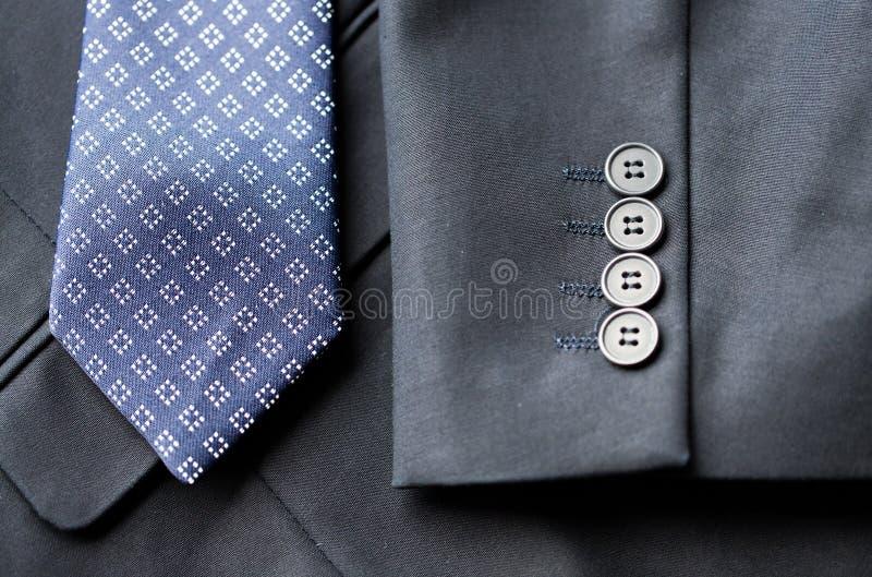 Feche acima do revestimento do terno de negócio e amarre imagens de stock royalty free