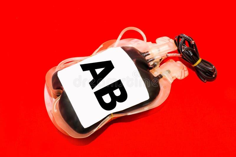 Feche acima do saco do sangue e do grupo AB do plasma fotografia de stock royalty free