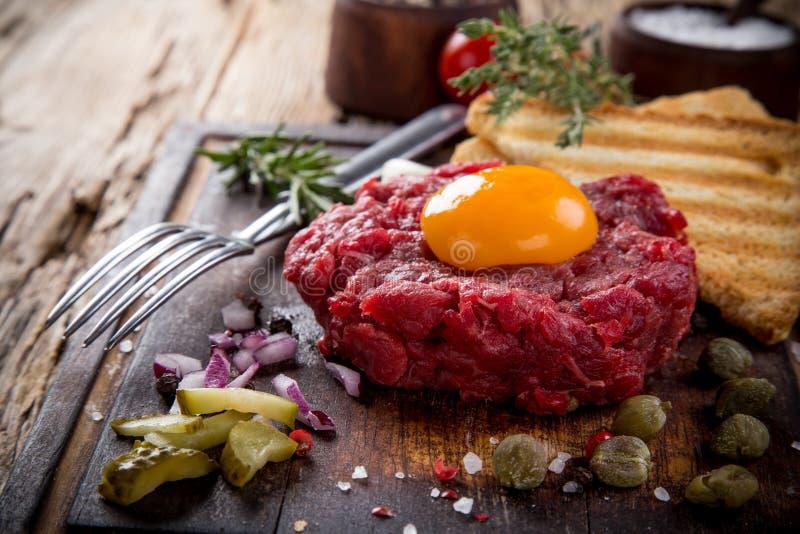 Feche acima do tártaro da carne imagem de stock