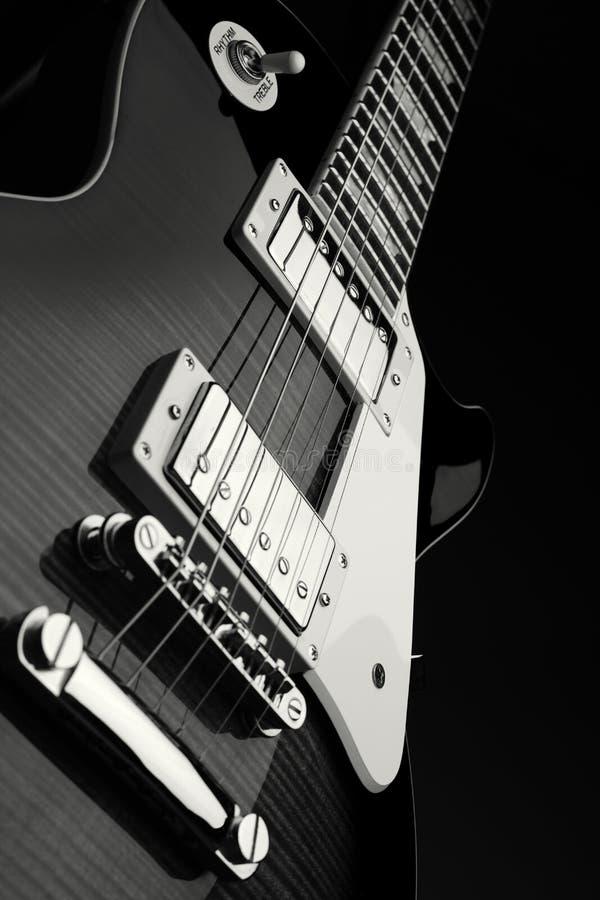 Feche acima do tiro da guitarra elétrica imagem de stock