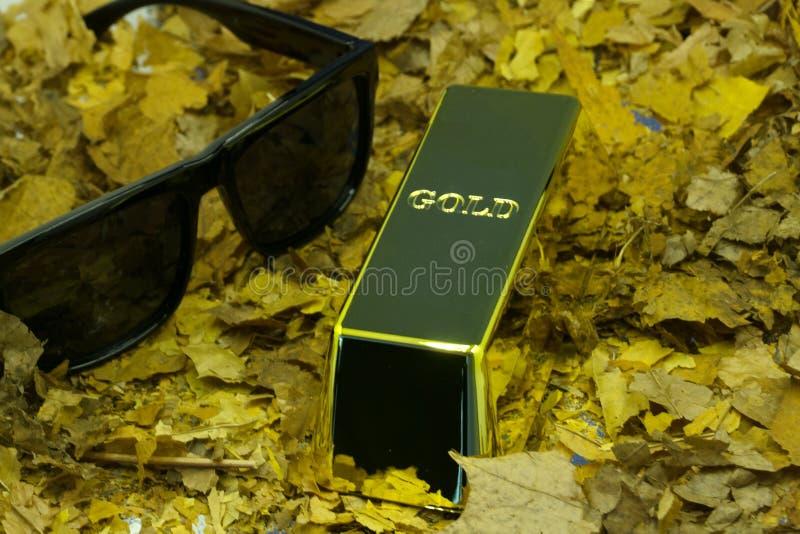 Feche acima do tiro de barras de ouro puras fotos de stock royalty free