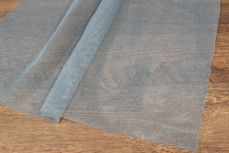 Feche acima do tule azul bonito Amostra completa da tela das cortinas Textura, fundo, teste padrão Design de interiores Tule do l imagem de stock royalty free