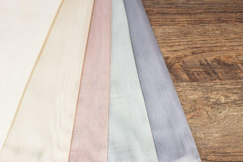 Feche acima do tule bonito Amostra completa da tela das cortinas Textura, fundo, teste padrão Design de interiores Tule do laço d fotos de stock royalty free