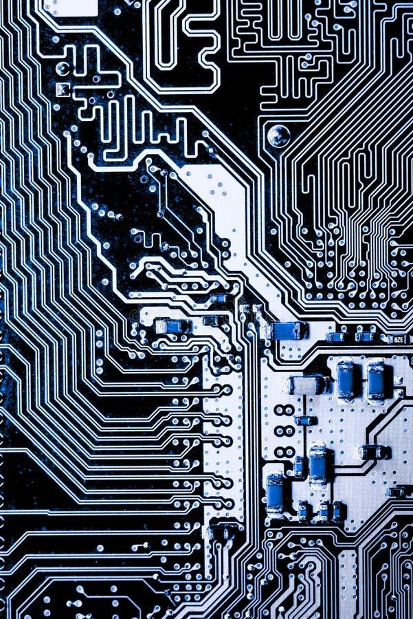 Feche acima dos circuitos eletrônicos na placa de lógica do fundo do computador da tecnologia de Mainboard, cartão-matriz do proc imagem de stock