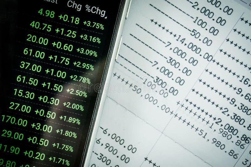 Feche acima dos dados da indicação de banco do livro e do mercado de valores de ação fotografia de stock royalty free
