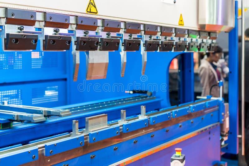 Feche acima dos dentes da máquina de dobra semi automática da folha de metal para industrial fotos de stock royalty free
