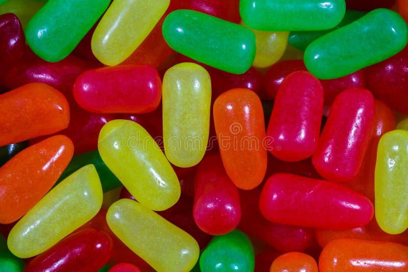 Feche acima dos doces coloridos sortidos fotografia de stock