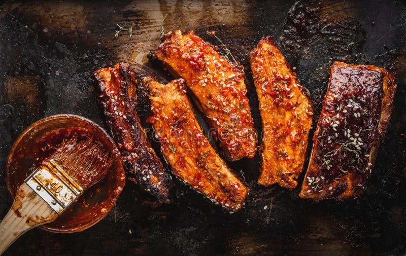Feche acima dos reforços de carne de porco Roasted Smoked imagens de stock