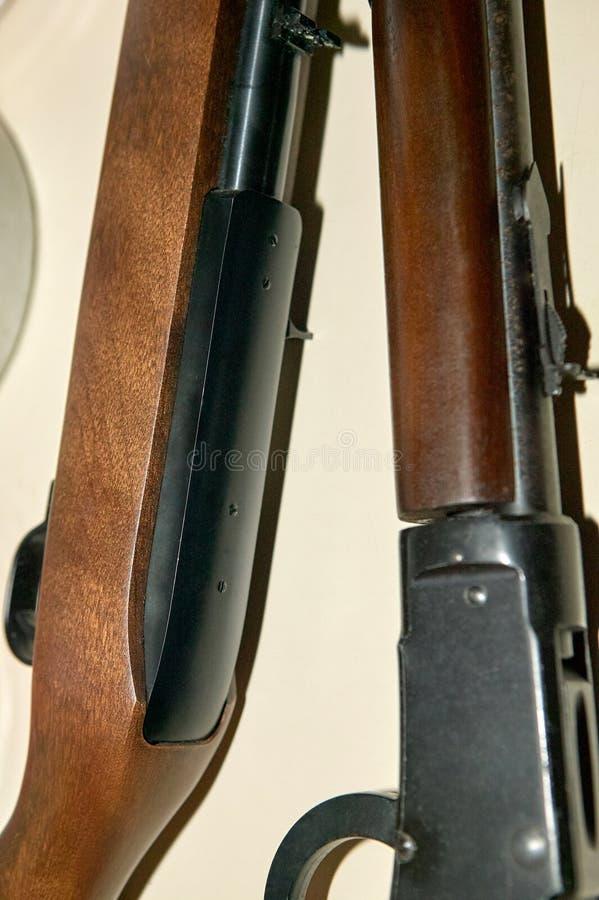 Feche acima dos rifles, dos disparadores e dos tambores da caça imagens de stock royalty free