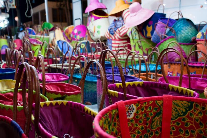 Feche acima dos sacos coloridos do algodão imagens de stock royalty free