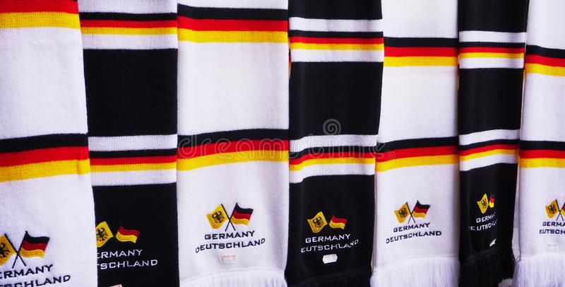 Feche acima dos scarves com as cores da bandeira alemão fotos de stock royalty free