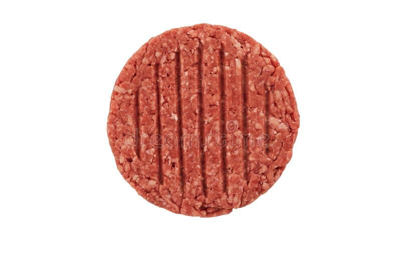 Feche acima em um rissol cru do bife do hamburguer da carne picada isolado fotos de stock royalty free