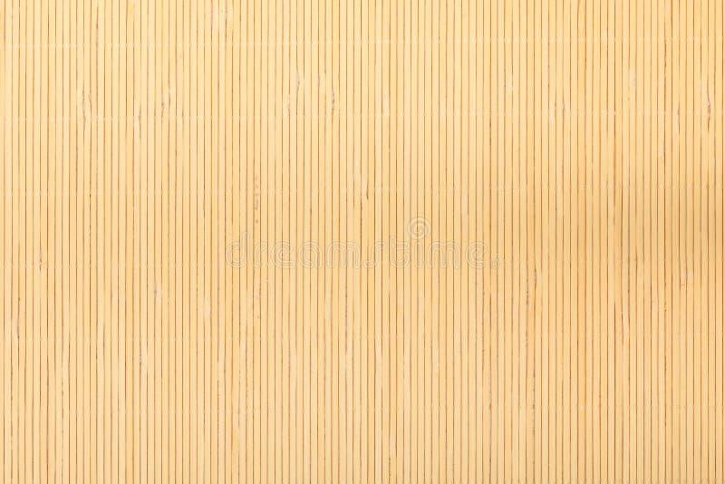 Feche acima esteira de bambu marrom bege do teste padrão listrado da textura do fundo fotografia de stock