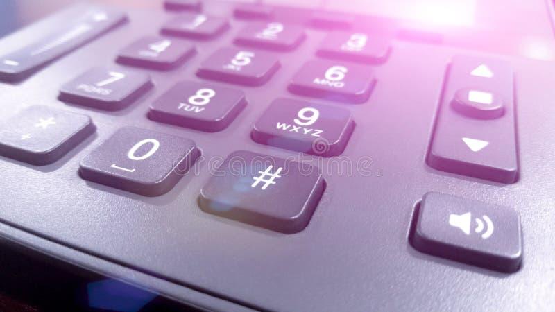 Feche acima nos números no telefone do teclado, telefone fixo fotografia de stock