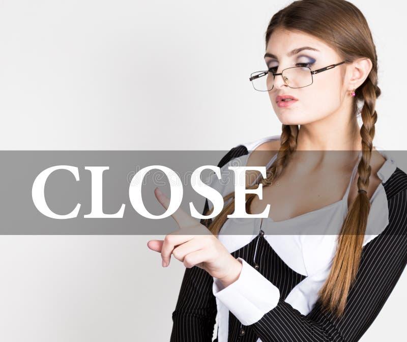 Feche escrito na tela virtual o secretário 'sexy' em um terno de negócio com vidros, imprensas abotoa-se em telas virtuais imagens de stock royalty free