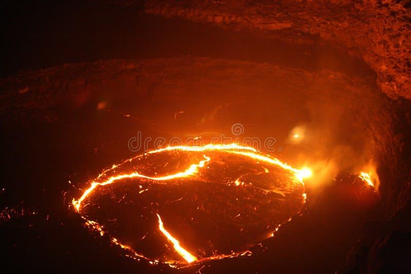 Feche a opinião da noite ao lago da lava da cerveja inglesa de Erta foto de stock royalty free