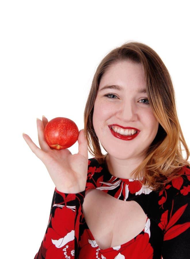 Feche uma linda mulher segurando uma maçã vermelha fotografia de stock royalty free