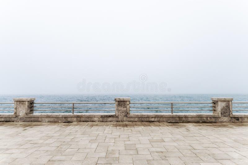Fechten auf der Ufergegend stockfoto