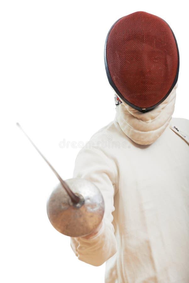 fechten Fechter im Kostüm und Maske, welche die Klinge hält Bereiten Sie vor, um anzugreifen lizenzfreie stockbilder