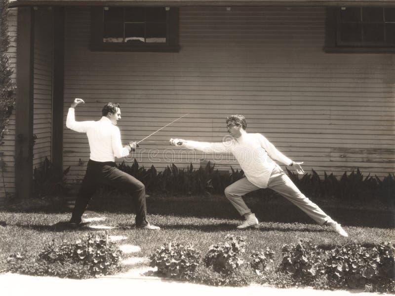 Fechten mit zwei Männern stockfotografie