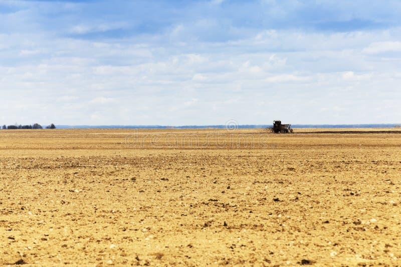 Fecundação da terra agrícola imagens de stock