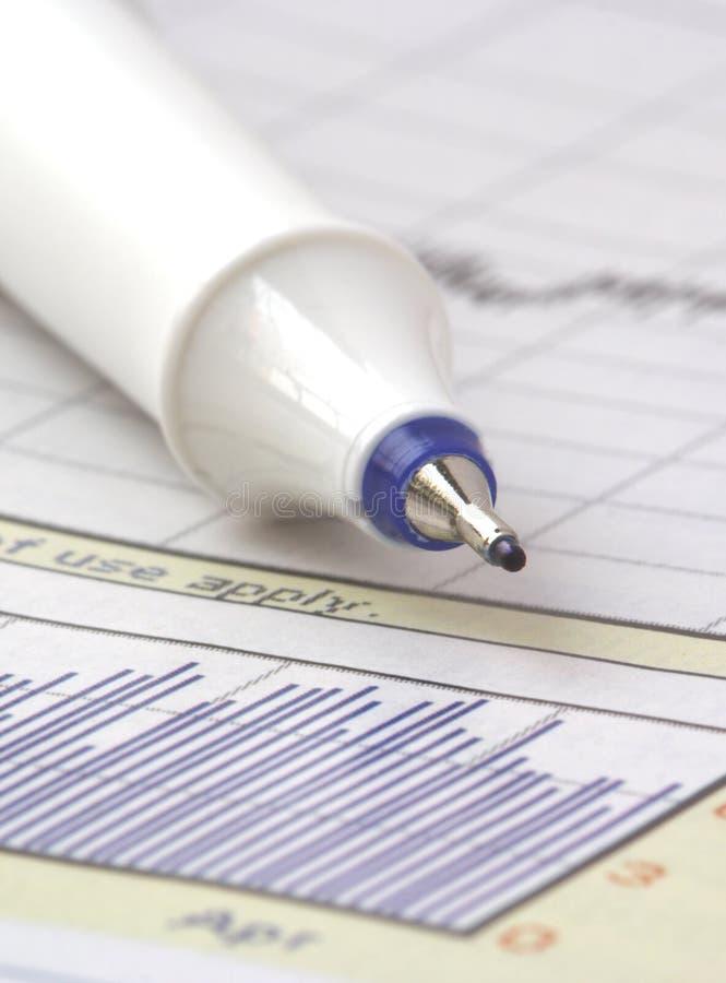 Feder auf auf lagerdiagramm am 7. März lizenzfreies stockfoto
