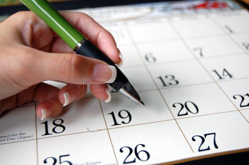 Feder und Kalender lizenzfreies stockbild