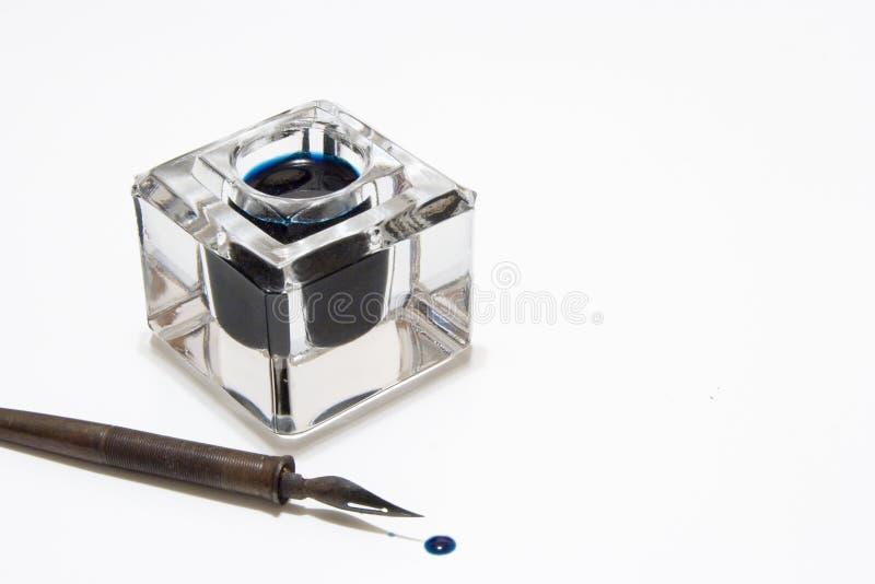 Feder und Tintenfaß stockfotos