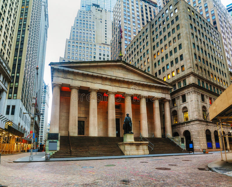 Federaal Hall National Memorial op Wall Street in New York stock foto's