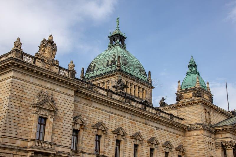 Federacyjny Administracyjny sąd Leipzig z niebieskim niebem zdjęcia stock