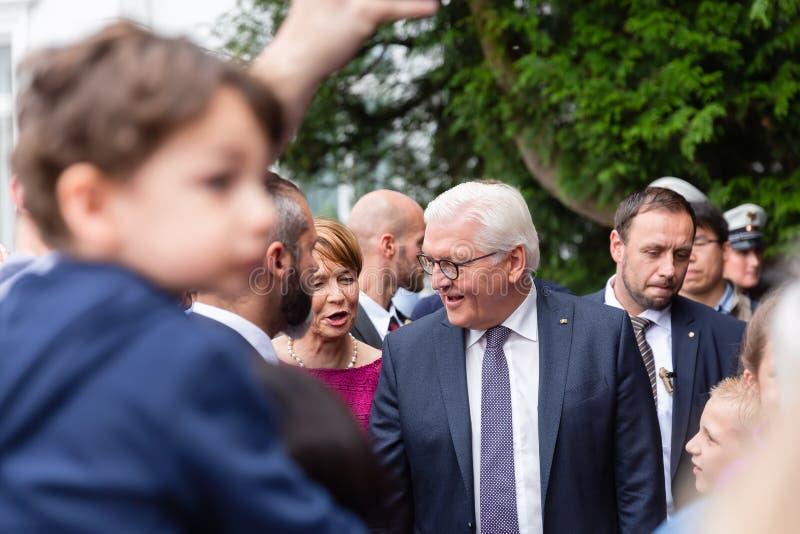 Federacyjny prezydent Niemcy, Frank Walter Steinmeier i jego żona przy jawnego domu dniem w Bonn, Niemcy zdjęcia stock