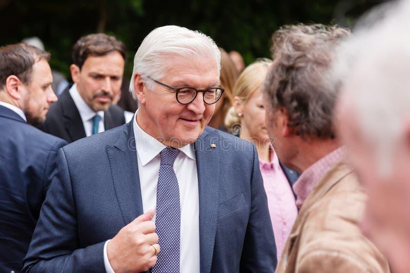 Federacyjny prezydent Niemcy, Frank Walter Steinmeier i jego żona przy jawnego domu dniem w Bonn, Niemcy zdjęcia royalty free