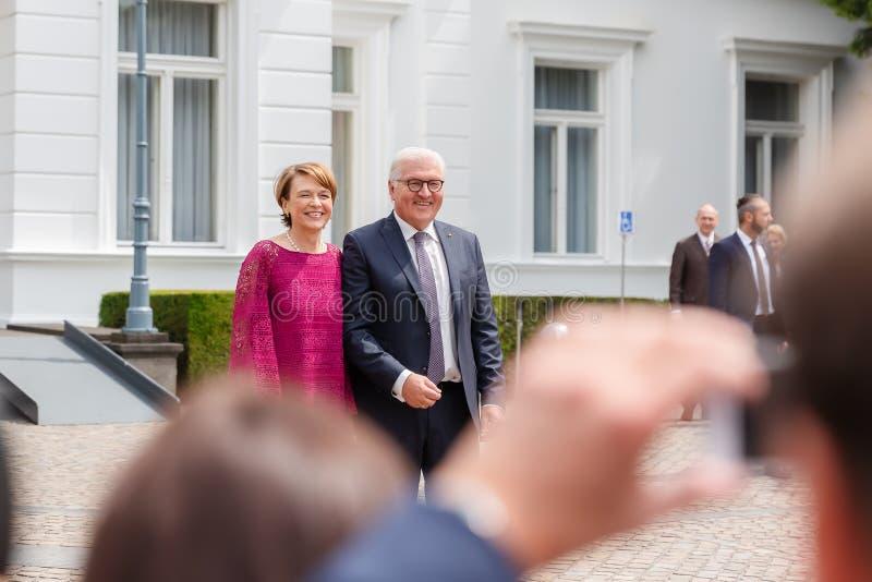 Federacyjny prezydent Niemcy, Frank Walter Steinmeier i jego żona przy jawnego domu dniem w Bonn, Niemcy zdjęcie stock