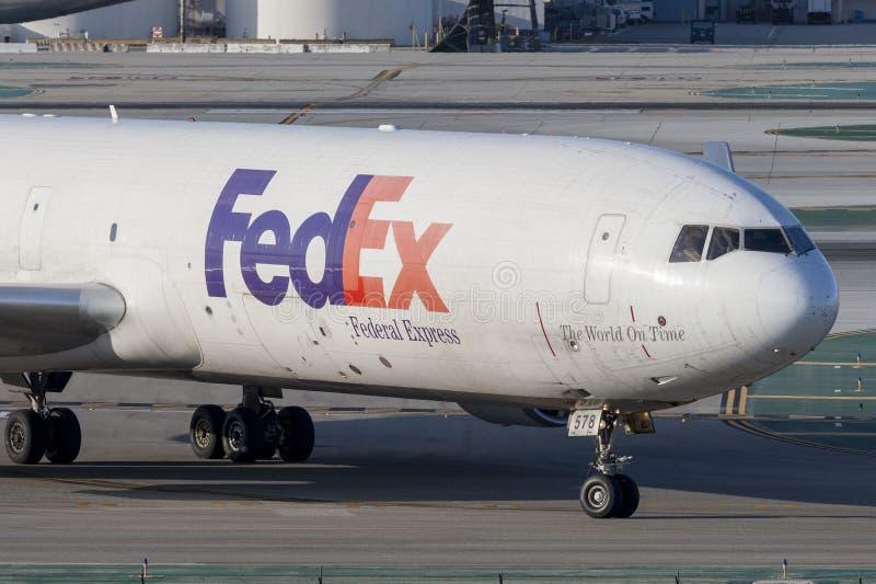 Federale Uitdrukkelijke de ladingsvliegtuigen van Fedex McDonnell Douglas M.D.-11F bij de Internationale Luchthaven van Los Angel royalty-vrije stock afbeelding