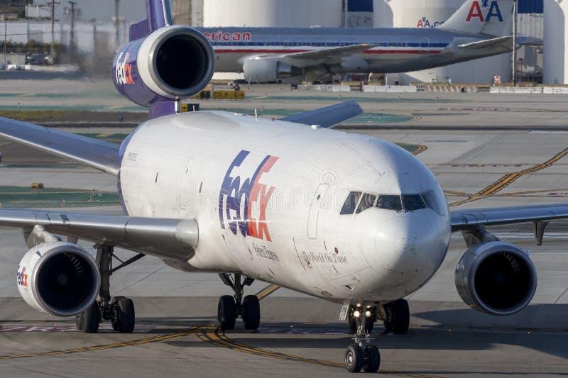 Federale Uitdrukkelijke de ladingsvliegtuigen van Fedex McDonnell Douglas M.D.-11F bij de Internationale Luchthaven van Los Angel royalty-vrije stock foto