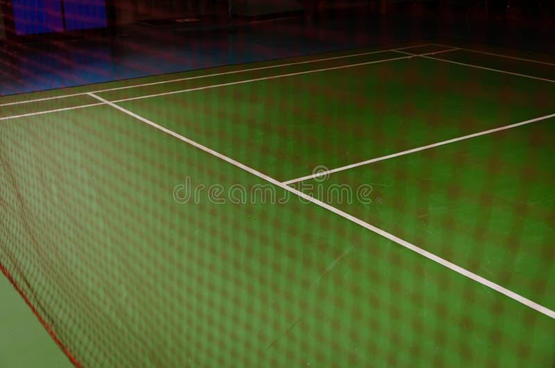 Federballplatz behide Netz lizenzfreies stockbild