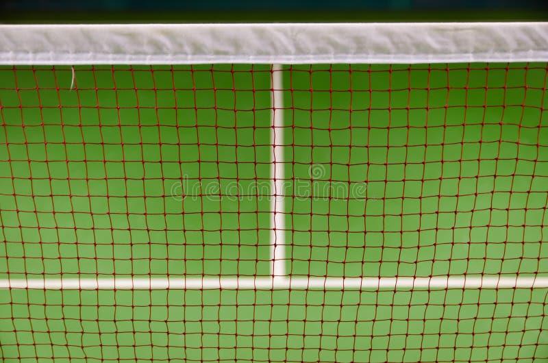 Federballplatz behide Netz lizenzfreie stockfotografie