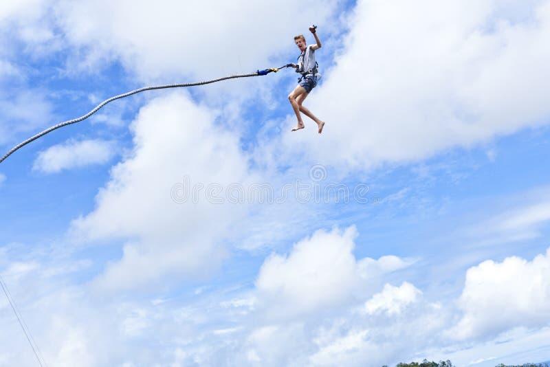 Federelement Jumper Sky Fun stockfotografie