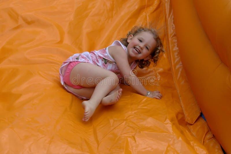 Federnd Schloss mit lachendem Mädchen stockbilder