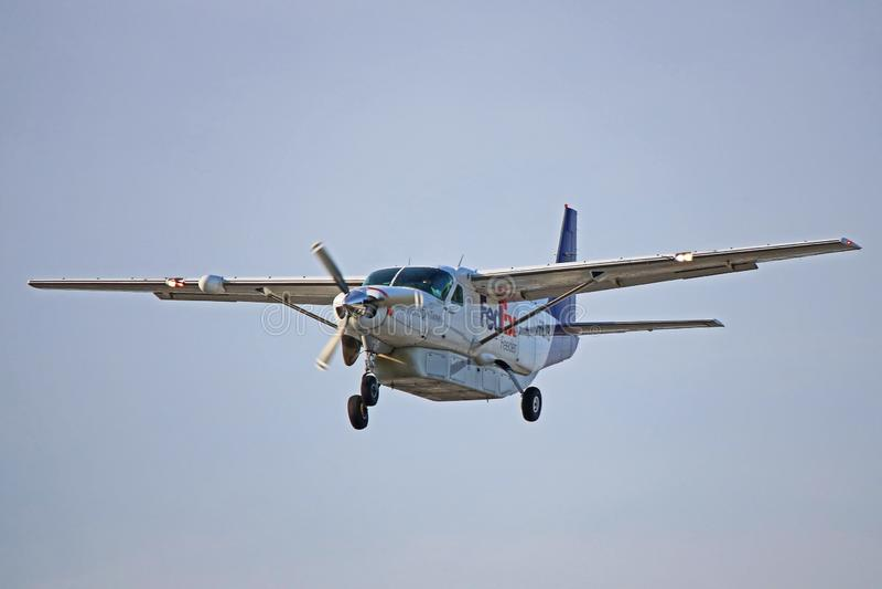 Fedex Cessna 208B storslagen husvagn royaltyfria foton