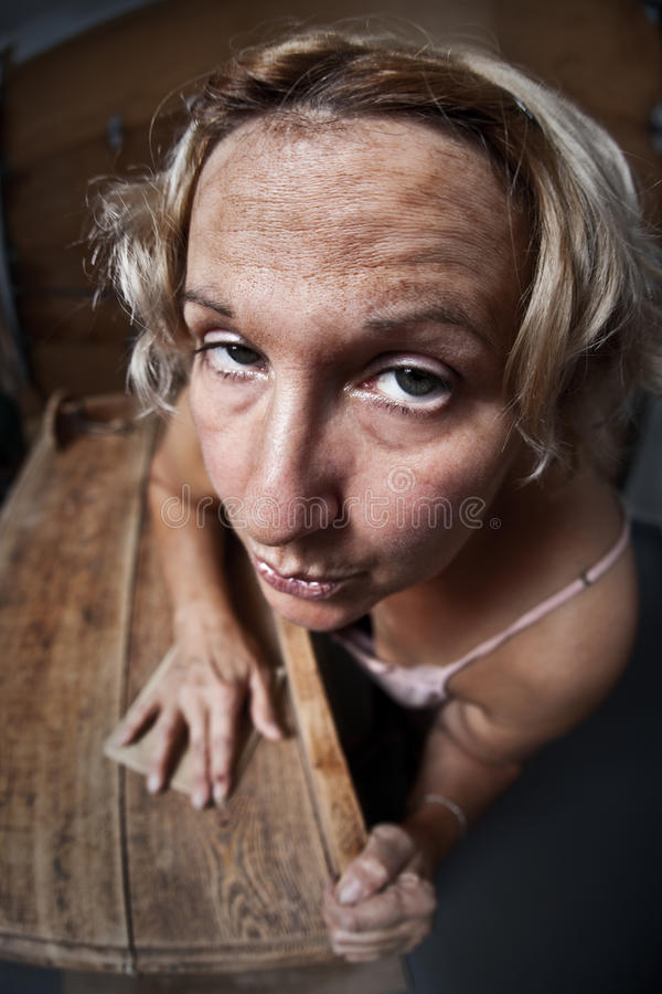 fedup στρώνοντας με άμμο γυναίκ στοκ φωτογραφίες