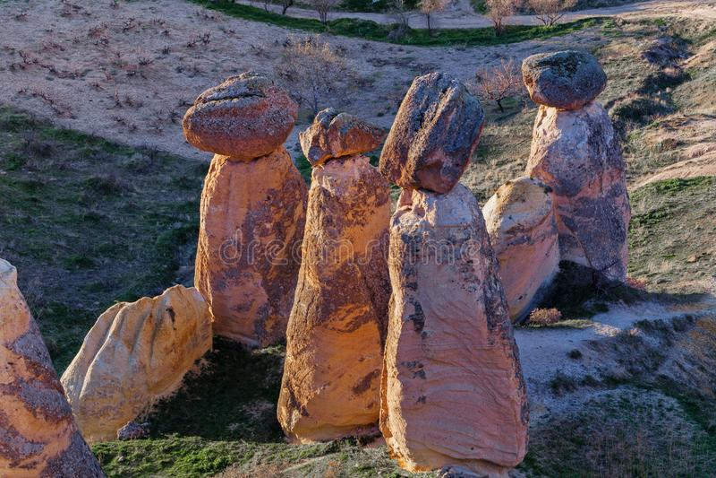 Fee bringt Steinklippen unter stockbilder