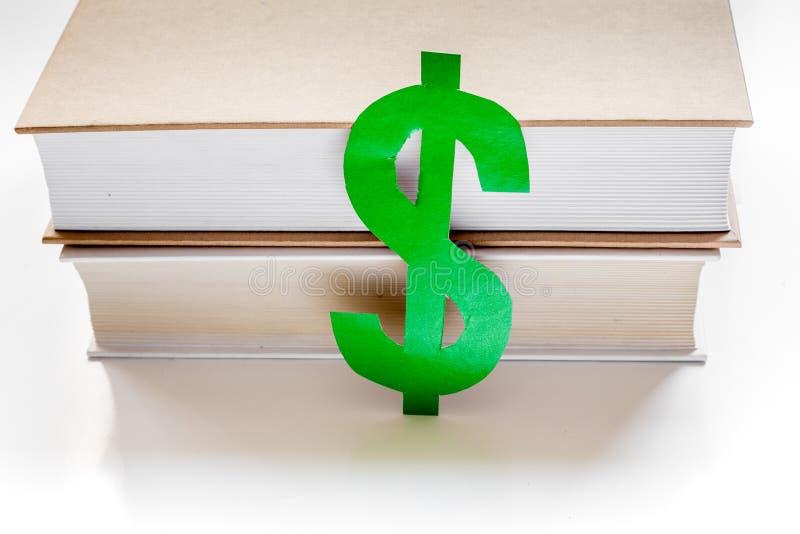 Fee-paying onderwijs met dollarteken wordt geplaatst op de witte mening die van de lijstbovenkant stock afbeeldingen