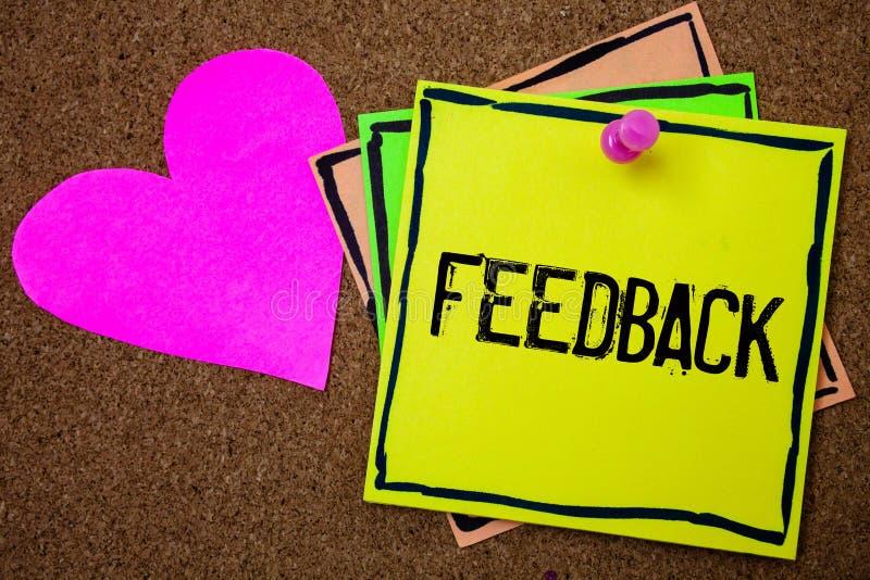 Feedback do texto da escrita da palavra O conceito do negócio para a avaliação da reação da opinião da revisão do cliente dá uma  imagens de stock