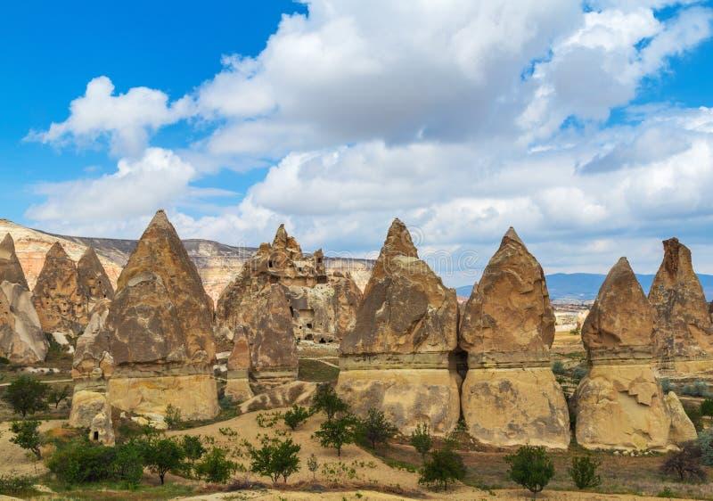 Feenhafte Kamine der Bildungen des vulkanischen Rocks in Cappadocia, die Türkei lizenzfreie stockfotos