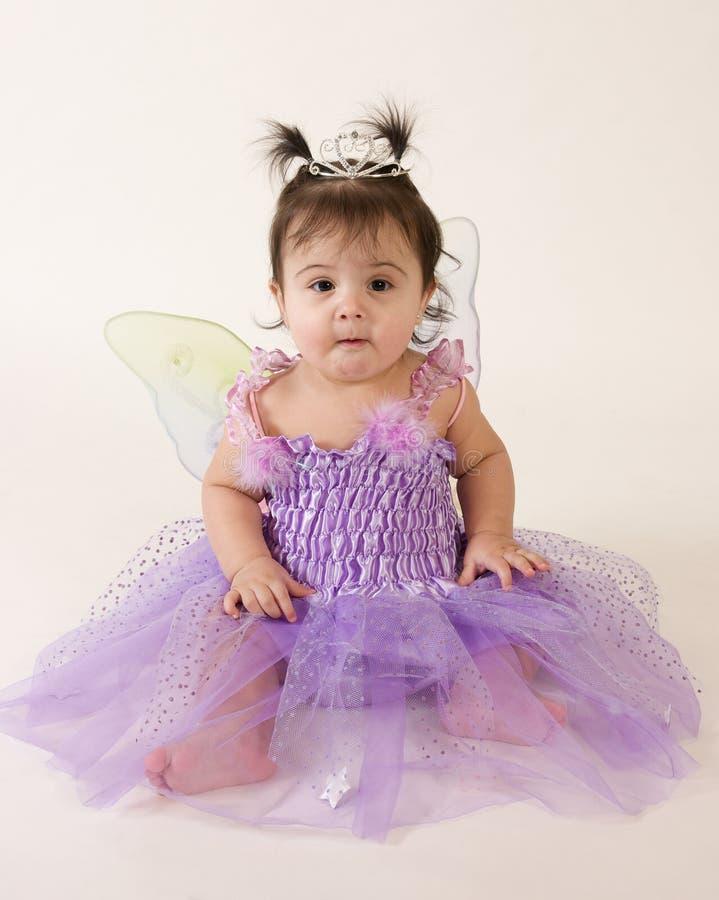 Feenhafte Prinzessin mit lustigem Ausdruck lizenzfreie stockbilder